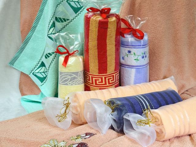 красиво упаковать полотенце в подарок фото тем выясняется