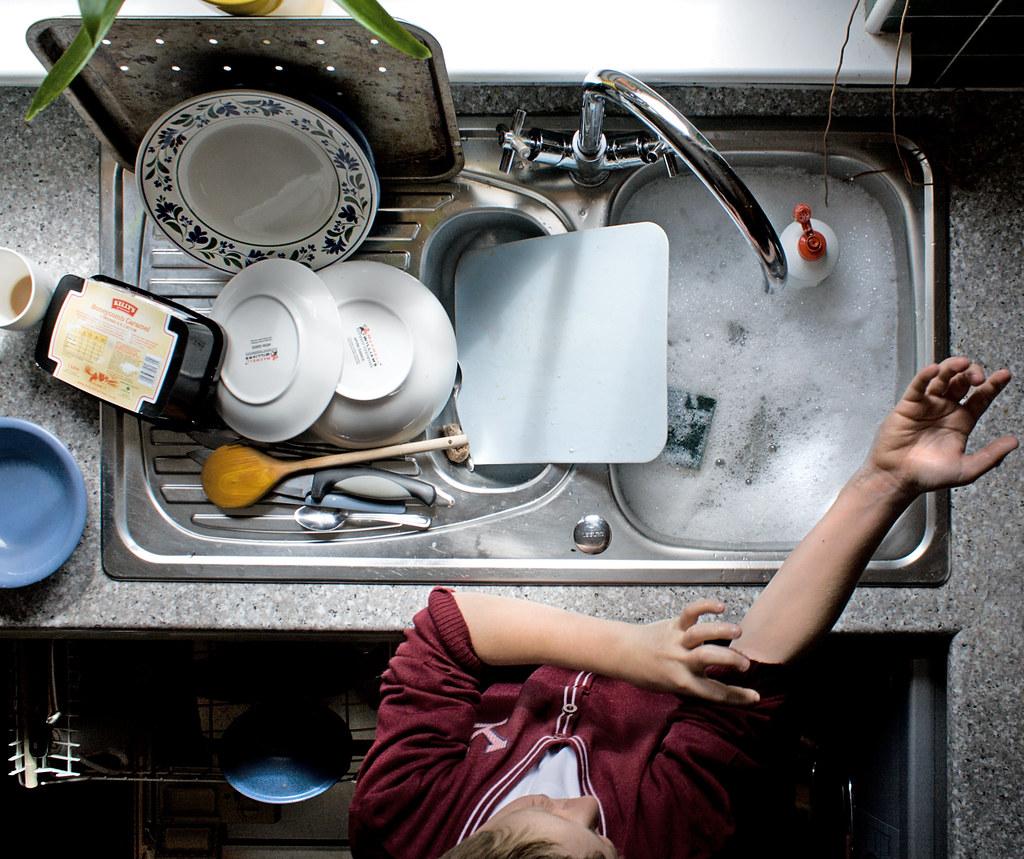 Приколы картинки мыть посуду