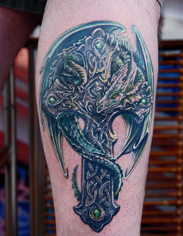 татуировка кельтский крест с драконом